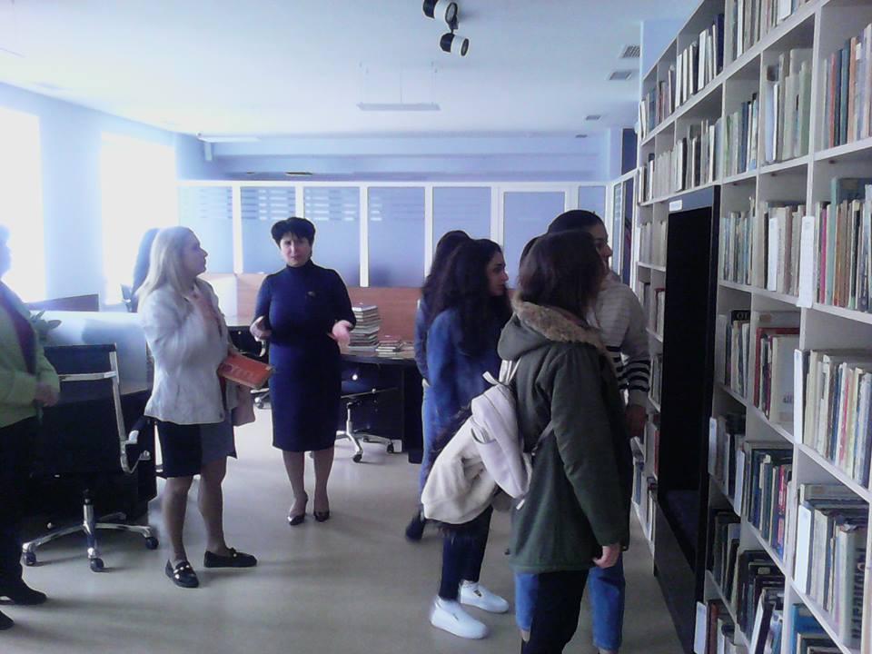 Կապանի թիվ 10 միջն. դպրոցի XI-րդ դասարանի աշակերտների այցը (13)
