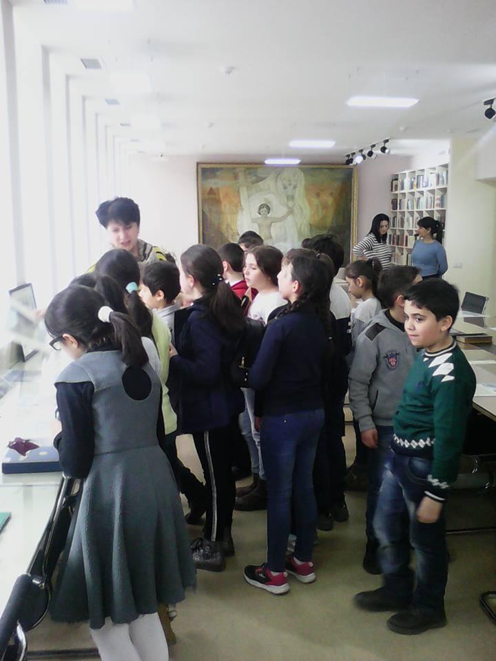 Էլեկտրոնային գրադարան այցելեցին թիվ 7 հիմնական դպրոցի V-րդ (12)
