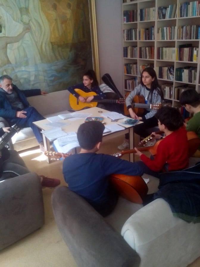 Կիթառի դաս-պարապմունք (1)