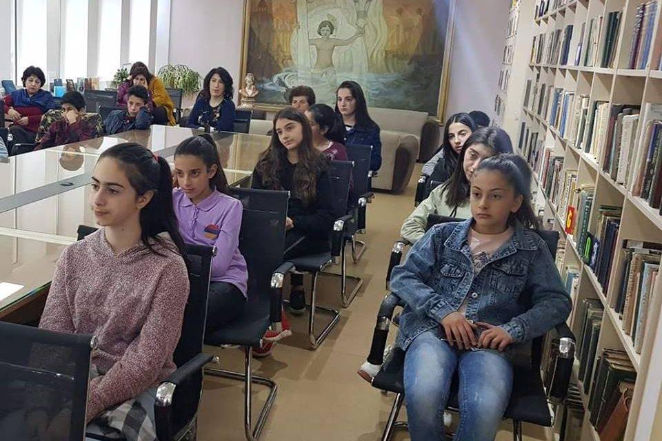 ՈՒսուցողական հանդիպում ՀՀ ոստիկանության Կապանի բաժնի անչափահասների գործերով և ընտանիքում բռնության կանխարգելման բաժանմունքի տեսուչների հետ